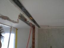 statische Sanierung nach Mauerabbruch mit Kohlefaserarmierung, nachträglich mit Epoxyharz auf Betondecke geklebt