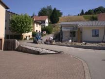 Gartenmauer aus vorfabrizierten Betonsteinen erstellen in Oeschgen