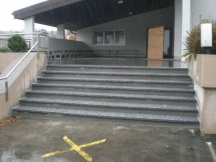 Treppe komplett neu erstellen aus Beton und Granitplatten.
