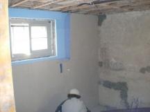 Kellerwände von innen isolieren und mit Netzeinlage spachteln. EFH in Möhlin.