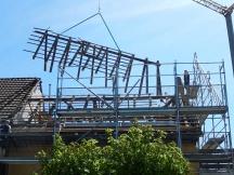 Mehrfamilienhaus Umbau an der Salinenstrasse in Möhlin, alter Dachstuhl wird entfernt