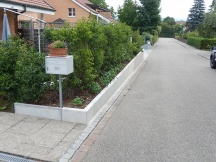 Stützmauersanierung mit Winkelplatten aus Beton, Helvetierstrasse in Möhlin.