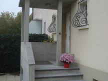 Neuer Hauseingang aus Sichtbeton in Aarau.