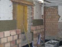 Wohnungseinbau, Backsteinmauerwerk mit Steinwolle als Dämmung.