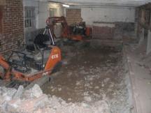 Abbrucharbeiten mit Einsatz von Maschinen in Möhlin.