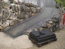 Umgebungsarbeiten, Zugang inklusive Stützmauer zu oberer Gartenebene erstellen in Möhlin.