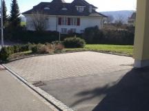 Neuer Parkplatz aus Verbundsteinen. EFH in Möhlin.