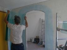Durchbruch erstellen mit Bogen. Wände mit Netz überspachteln. EFH in Möhlin.