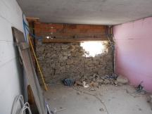 Fensterdurchbruch in Bruchsteinmauerwerk, anspruchsvoller als das Bild verrät
