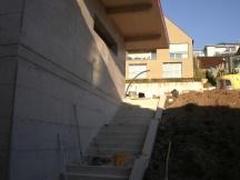 Neubau mit Sichtbeton Schaltafelstruktur in Zeiningen