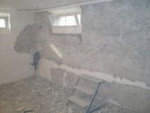 Alter Keller ausbauen, Verputz Runterspitzen Wände Sanieren.