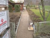 Best. Umgebung, neue Gartenwege und Sitzplätze mit Stellriemen.