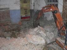 Abbrucharbeiten für Wohnungseinbau in alter Scheune.