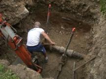 Wasserleitungen und Schieber freigraben zum auswechseln.