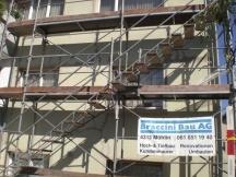 Fassade gerüsten, Grundputz reparieren spachteln mit Netzeinlage
