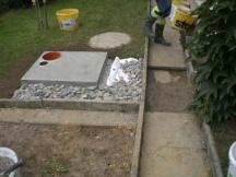 Fundament und Zuleitungen für nachträgliche Wärmepumpe aussen. EFH in Möhlin.
