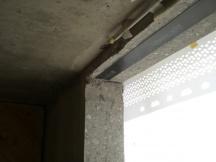 statische Sanierung nach Fensterdurchbruch mit Kohlefaserarmierung, nachträglich mit Epoxyharz auf Beton geklebt