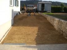 Sanierung der kompletten Umgebung eines Einfamilienhauses in Sisseln. Zugang mit Mergel erstellen.