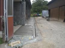Platzentwässerung und Zufahrt zur Halle aus Ortsbeton. Landwirtschaftlicher Betrieb in Möhlin.